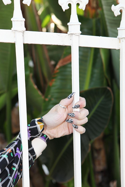 serie Veronica, detail nails photo mona awad