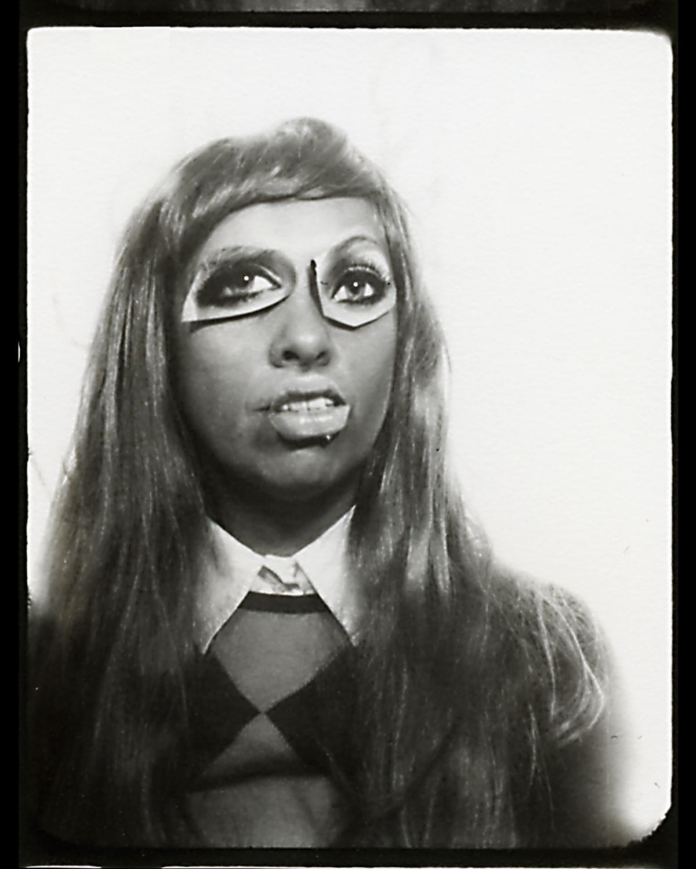 Faces - autoportrait avec collage de magazine - mona awad
