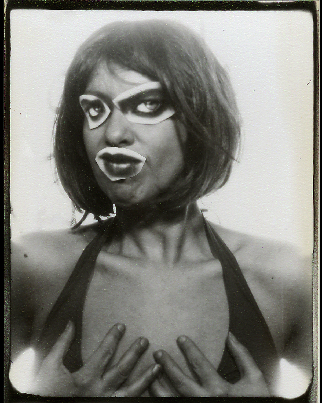 Faces - autoportrait avec collage gênant - mona awad